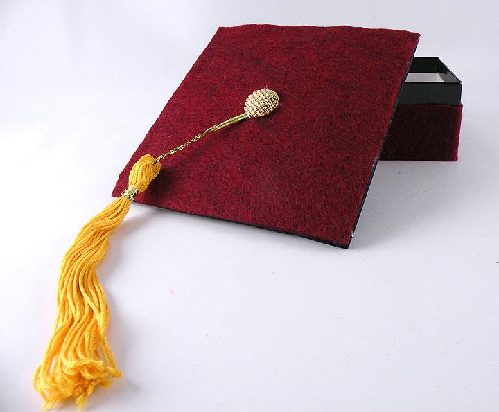 graduation-cap-gift-wrap-1