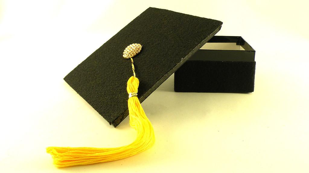 DIY graduation cap gift box